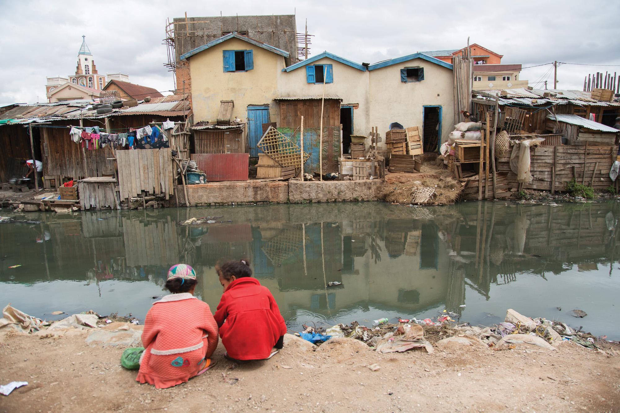 https://s12982.pcdn.co/wp-content/uploads/2015/01/Pollution-in-Antananarivo.jpg